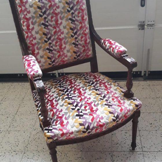 chaise en bois et tissus